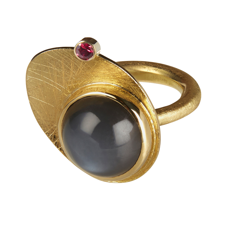 Gold ring with moonstone and ruby