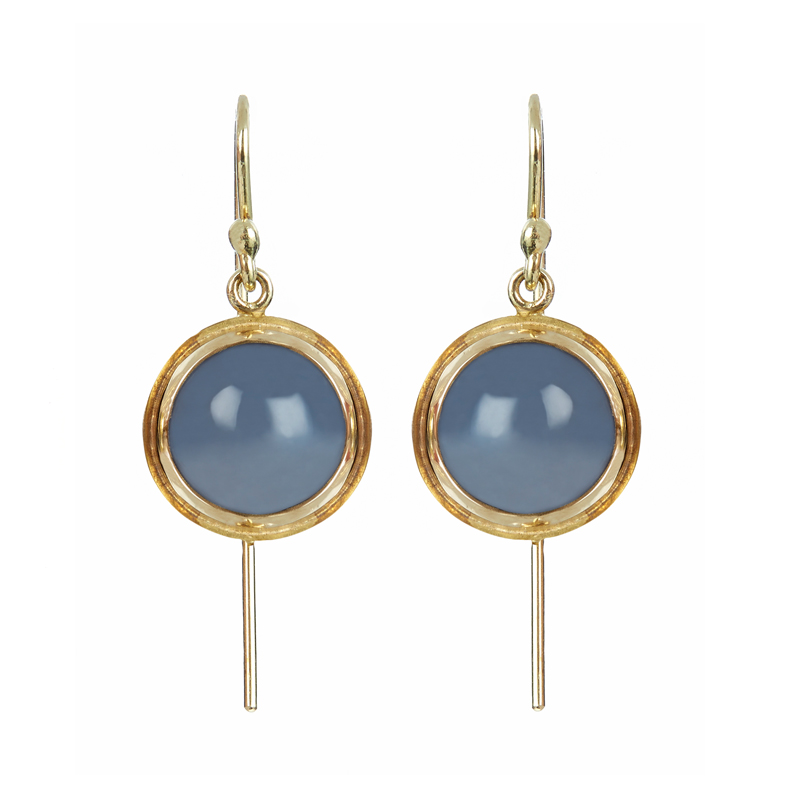 Gold earrings with moonstone