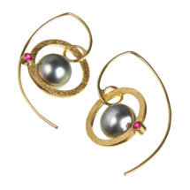 Gold earrings with pearl and ruby