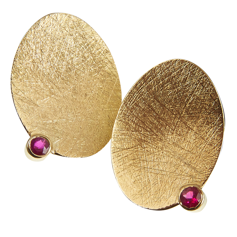 Gold earstuds with ruby