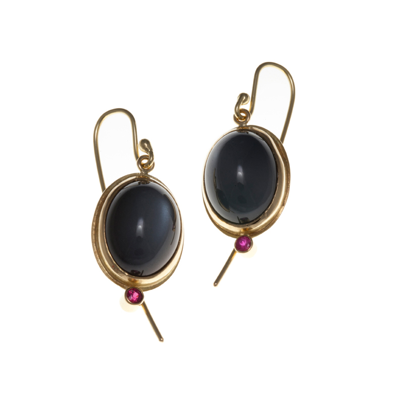 Gold earrings with moonstone and ruby