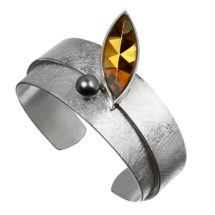 Silver cuff with citrine and pearl
