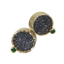 Gold earstuds with drusy and garnet