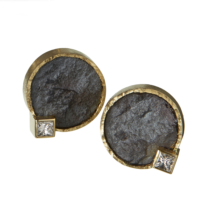 18ct gold earstuds set with matt hematite and diamonds