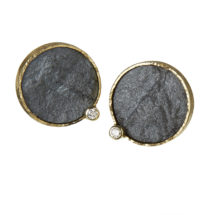 Gold earstuds with hematite and diamonds