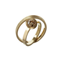 Gold ring with cognac diamond